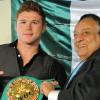 Хосе Сулейман вручил Саулю Альваресу пояс чемпиона WBC