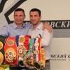 Братья Кличко привезли в Москву все чемпионские пояса