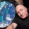 Астронавт NASA, Скотт Келли, сыграл в пинг-понг каплей воды в космосе