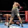 Боксер Энтони Огого побывал в нокдауне и вскоре отказался от боя