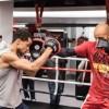 Профессиональные боксеры провели открытую тренировку