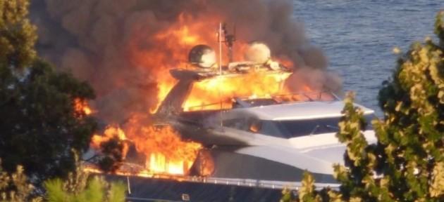 Владимир Кличко был эвакуирован с борта загоревшейся яхты