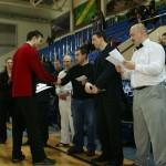Сергей Степкин поздравляет участника соревнований