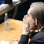Александр Калинкин внимательно смотрит за действиями боксеров