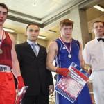 Чемпион мира Тимур Гайдалов наградил участников финального боя