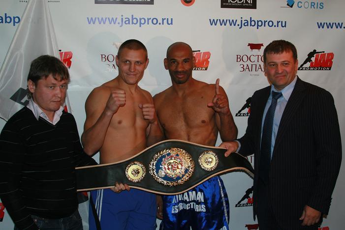 Дмитрий Сухотский - Хуан Нелонго в бою за титул WBO Europe (1)