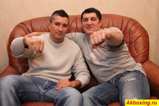 Чемпион Мира WBA Дмитрий Сартисон и его тренер Магомед Шабуров