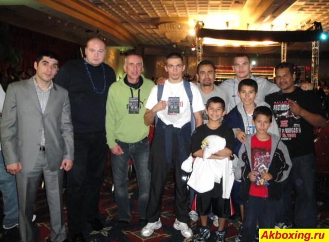 Арман Саргсян и братья Чудиновы выходят на ринг (1)