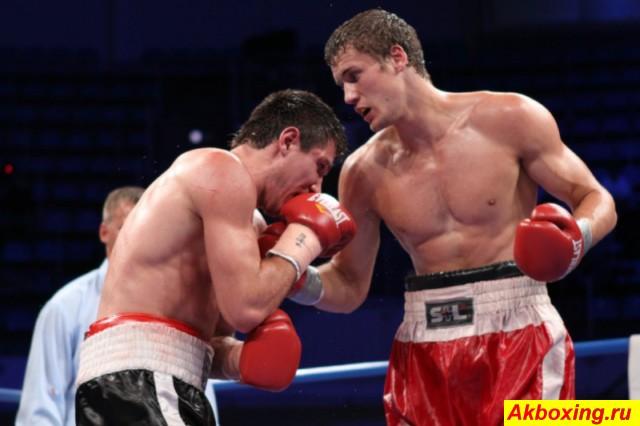 Василий Лепихин (справа) в бою с Романом Симаковым