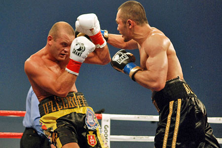 Бейбут Шуменов отстоял титул чемпиона Мира WBA  (1)