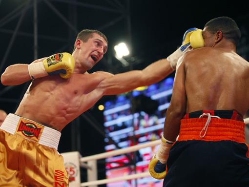 Вячеслав Сенченко сохранил титул чемпиона мира по боксу (1)