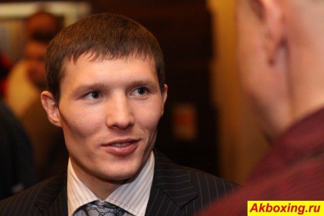 Александр Бахтин поборется за титул в октябре (1)