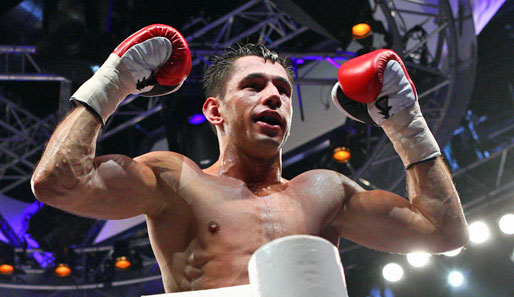 Феликс Штурм защитил свой титул чемпиона Мира WBA  (2)