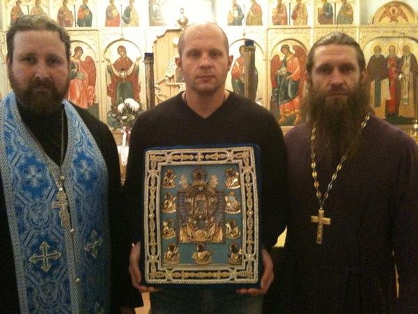 Федор Емельяненко с иконой Курской Божией матери