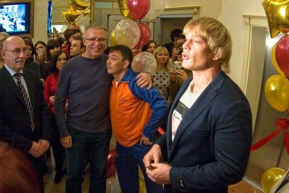 Костя Цзю открыл школу бокса и начал тренировать Дениса Лебедева (1)