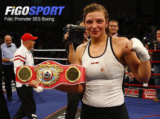 Кристина Хаммер сохранила свои чемпионские пояса (1)