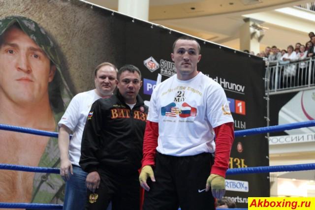 Открытая тренировка Дениса Лебедева и его тренера Кости Цзю (1)