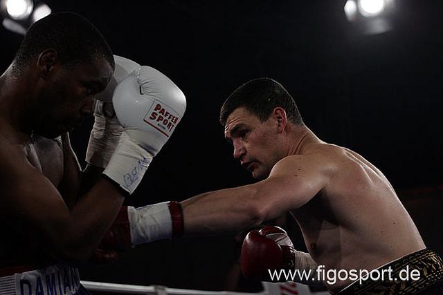Александр Алексеев побеждает нокаутом во втором раунде (1)