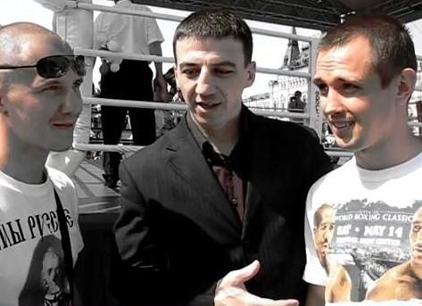 Андрей Климов и Роман Андреев в интервью на Красной площади (1)