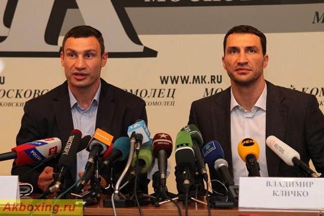 Братья Кличко привезли в Москву все чемпионские пояса (1)