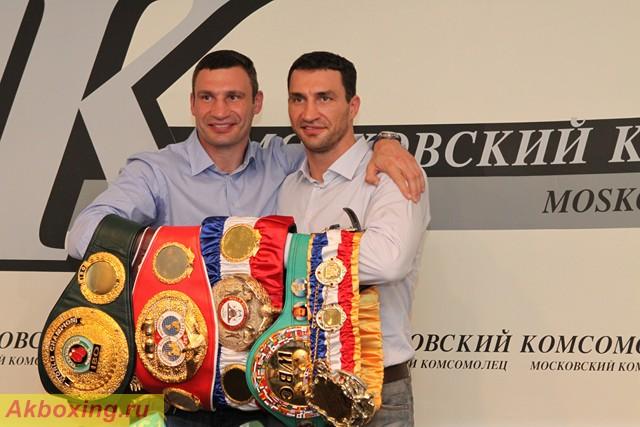 Братья Кличко привезли в Москву все чемпионские пояса (2)