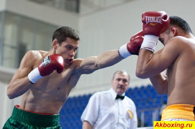 Боксерское шоу в Самаре: Ильшат Хуснулгатин - Марат Хасанов (1)
