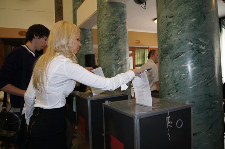 Чемпион Мира по боксу, Николай Валуев, набрал 64,6 % голосов (2)