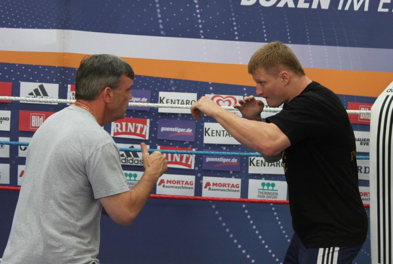 Открытая тренировка Александра Поветкина и Руслана Чагаева (1)
