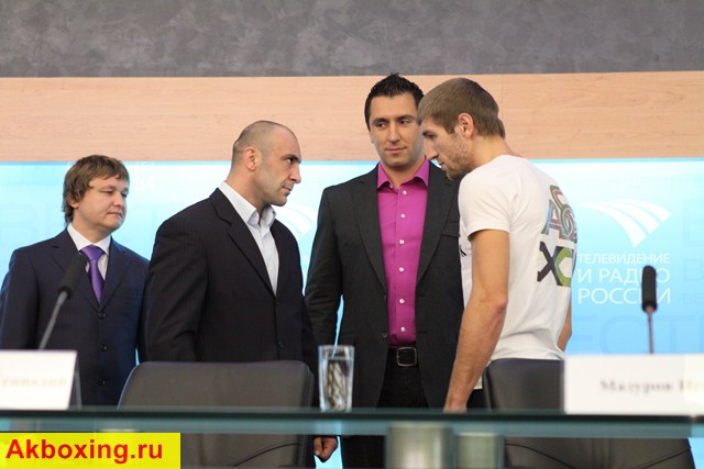 Пресс-конференция: Дмитрий Пирог - Геннадий Мартиросян (видео) (1)