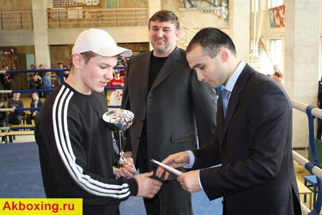 Тимур Гайдалов: И в шлемах можно показывать зрелищный бокс! (1)