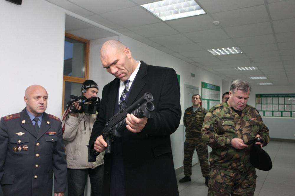 Николай Валуев посетил базу полиции Кузбасса (1)