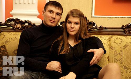 Роман Симаков с невестой