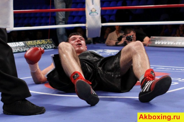 Боксер Роман Симаков