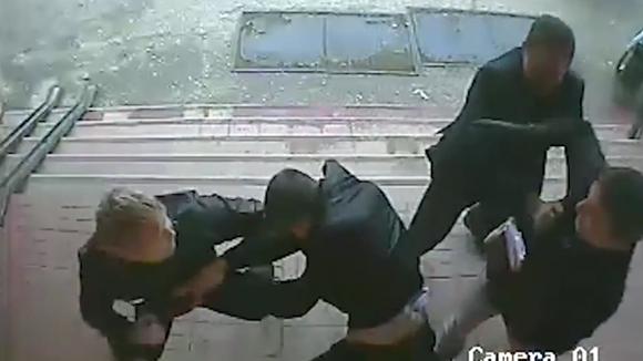 """В подмосковье суд признал потерпевшим депутата, избившего пешеходов """"за помеху на дороге"""", и наказал жертв нападения"""