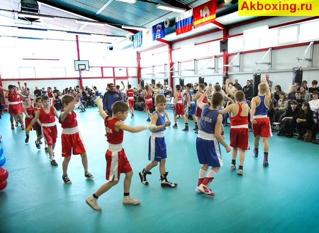 Губернатор Челябинской области открыл школу бокса (2)