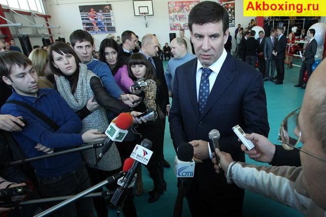 Губернатор Челябинской области открыл школу бокса (1)