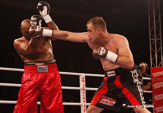 Кентикян сенсационно проигрывает, Макколл уходит из бокса (2)