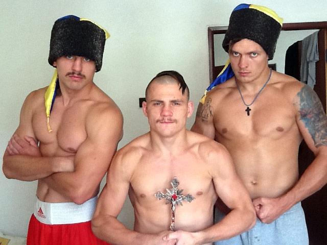 Украинские боксеры приехали на Олимпиаду с чубами (1)