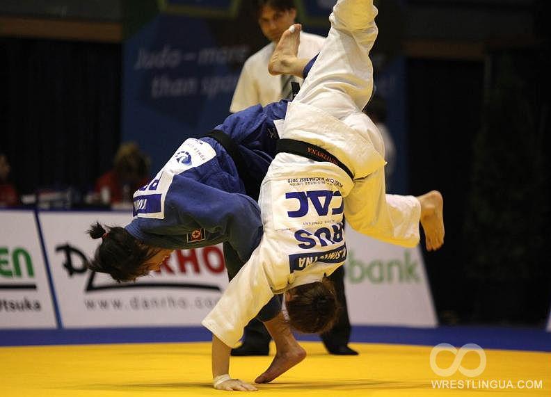 Тренер японских дзюдоисток избивал своих подопечных мечом (1)