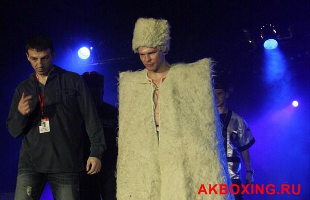 Константин Питернов хочет побить канадского боксера! (1)