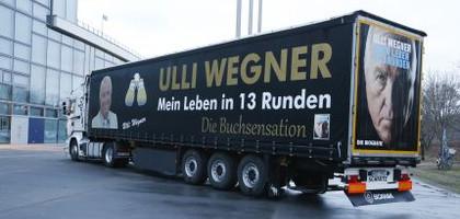 Человек и грузовик Улли Вегнер (2)