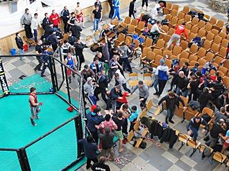 Чемпионат Краснодара по ММА закончился массовой дракой (1)