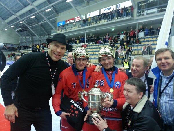 Николай Валуев помог сборной России выиграть чемпионат мира по хоккею с мячом! (2)