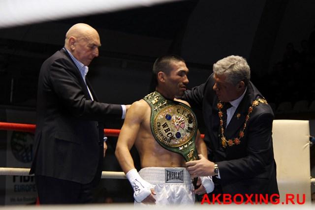 Денис Шафиков и Асланбек Козаев победили в титульных поединках! (2)