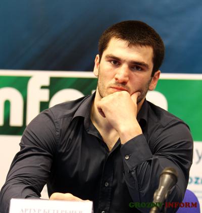 Артур Бетербиев дебютирует на профессиональном ринге 25 мая (1)