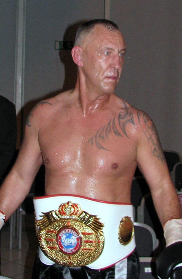 50-летний боксер защитил чемпионский титул в супертяжелом весе  (1)