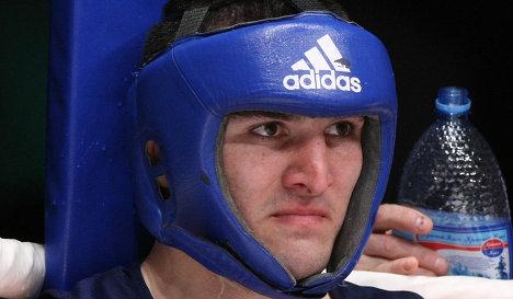 Четыре боксера помогают Бетербиеву перед дебютом в профи (1)