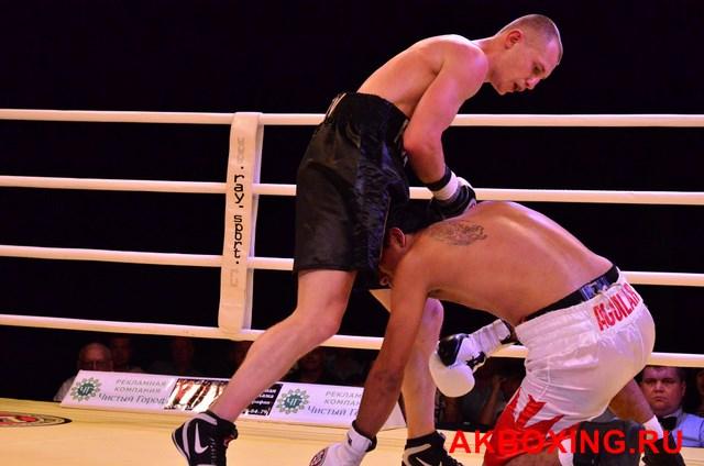 Боксер Роман Андреев расправился с испанцем Мигелем Агуиларом! (видео) (1)