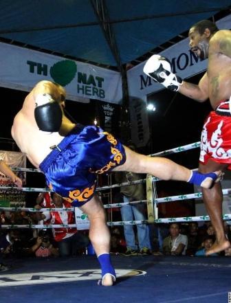 Риддик Боу проиграл нокаутом бой по правилам тайского бокса (видео) (1)