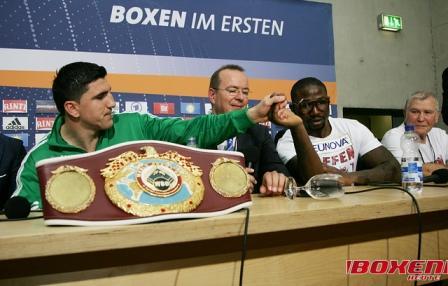 Марко Хук и Ола Афолаби помирились на пресс-конференции (1)